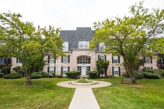 5400 Carriageway Dr #207-1, Rolling Meadows, IL 60008
