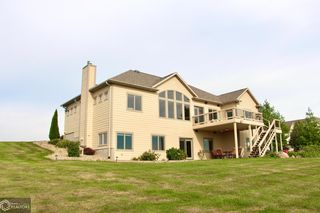 1646 E 142nd St S, Grinnell, IA 50112