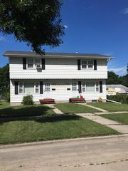 1004 S 16th St, Grand Forks, ND 58201