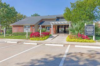 200 Bear Creek Dr, Euless, TX 76039