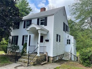 10 Avery Ln, Waterford, CT 06385