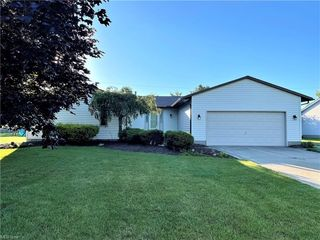 555 Fieldstone Dr, Amherst, OH 44001