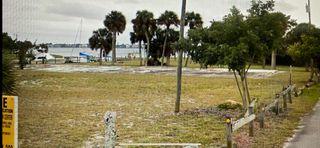 1060 NE Martin Ave, Jensen Beach, FL 34957