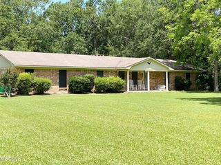 8701 Willow Branch Rd, Moss Point, MS 39562