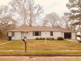 624 W Peach St, Angleton, TX 77515
