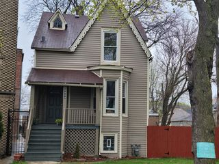 8854 S Dauphin Ave, Chicago, IL 60619