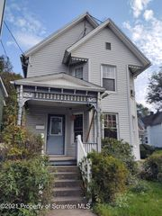 24 Belmont St, Carbondale, PA 18407