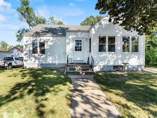 313 4th Ave, Clarence, IA 52216