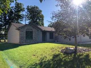 9217 Whispering Woods Dr, Fort Wayne, IN 46804