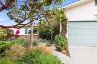 910 Beauford Pl, Pacific Grove, CA 93950
