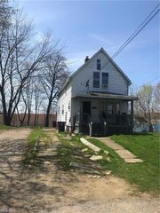 1220 Moore St, Akron, OH 44301