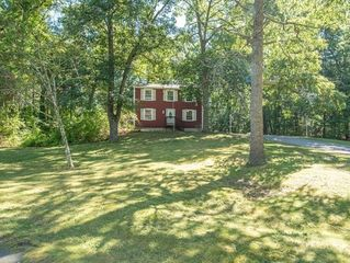 31 Plymouth St, Carver, MA 02330