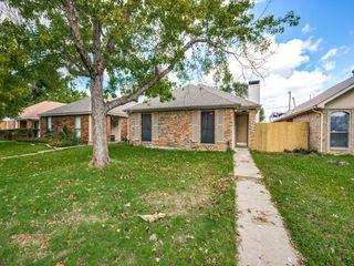 1325 Abbott Dr, Irving, TX 75060