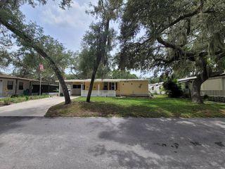 3853 Oakhurst Ln, Zephyrhills, FL 33541