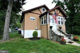 635 N Forklanding Rd, Maple Shade, NJ 08052