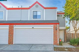 20 Town Square Pl, Oakland, CA 94603
