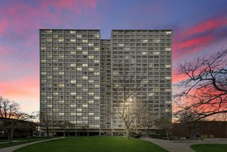 4800 S Lake Park Ave #1304, Chicago, IL 60615