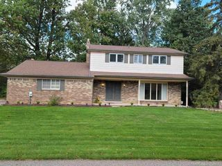 6851 Guildford Dr, Shelby Township, MI 48316