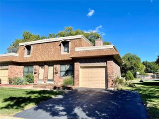 2396 Charlemagne Dr, Maryland Heights, MO 63043