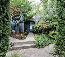 8425 25th Ave SW #B, Seattle, WA 98106