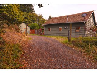 260 5th St, Falls City, OR 97344