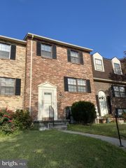 44 Clinton Hill Ct, Catonsville, MD 21228
