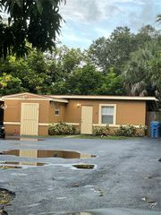 2350 NW 27th St, Oakland Park, FL 33311