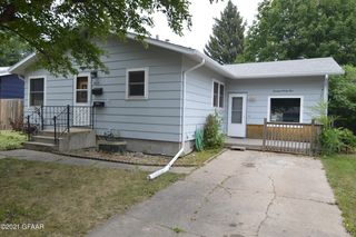 1435 S 18th St, Grand Forks, ND 58201