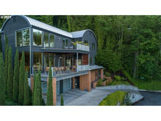 100 S Vermont St, Portland, OR 97219