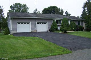 29 Meadow Ln, Andover, NJ 07821