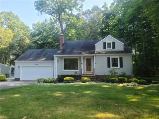 6804 Glenview Rd, Mayfield Village, OH 44143
