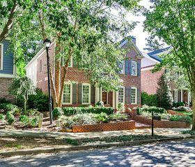 952 Manor Parc Dr, Decatur, GA 30033