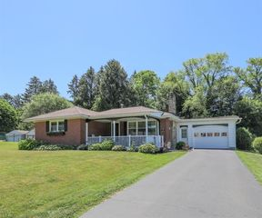 734 Manor Ln, East Liverpool, OH 43920