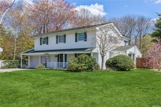 25 Branch Dr, Smithtown, NY 11787