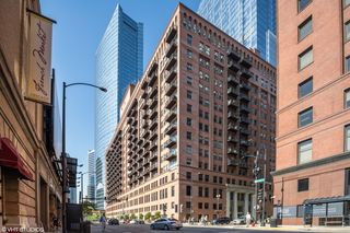 165 N Canal St #1527-1528, Chicago, IL 60606