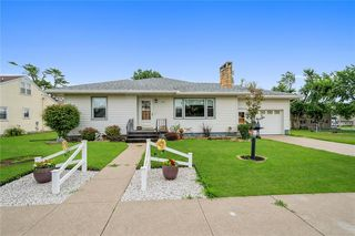 204 4th Ave, Newhall, IA 52315