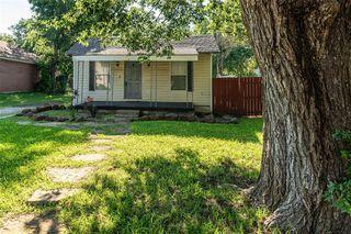 1214 Cambridge St, River Oaks, TX 76114