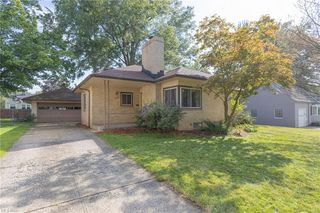 10225 Chesterfield Dr, Parma Heights, OH 44130