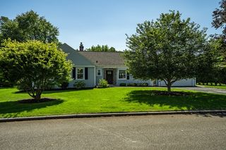 171 Overlook Dr, Springfield, MA 01118