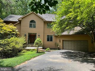 11579 Lake Newport Rd, Reston, VA 20194
