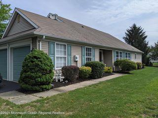 3 Pine Hollow Ln, Lakewood, NJ 08701