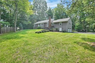 9 Farview Ter, Airmont, NY 10901
