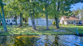 14038 Edgewater Dr, Gregory, MI 48137