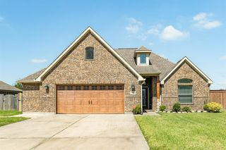 100 Brazos Ct, Clute, TX 77531