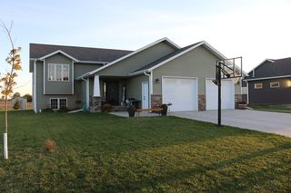 812 Greenway Blvd SE, East Grand Forks, MN 56721