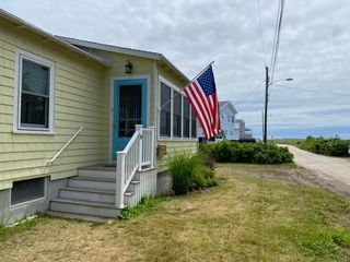 14 Porter Rd, Old Orchard Beach, ME 04064