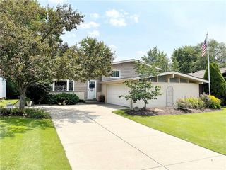 6372 Eastondale Rd, Mayfield Heights, OH 44124