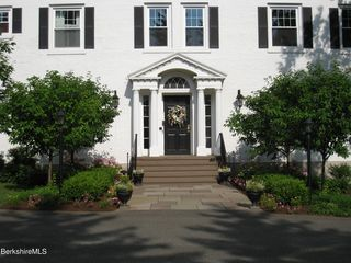 33 Maplewood Ave #201, Pittsfield, MA 01201