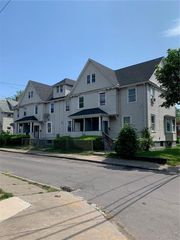 2 Home Pl, Rochester, NY 14611