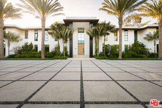 1525 San Vicente Blvd, Santa Monica, CA 90402